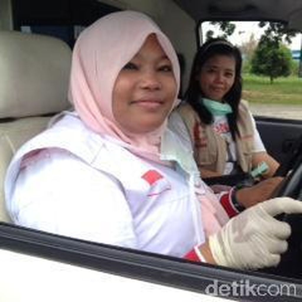 Kenalkan Yuli Yunika, Sopir Ambulans yang Bantu Angkut Jenazah Korban Hercules