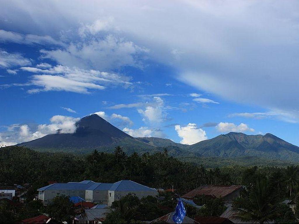 Status Gunung Soputan Diturunkan Jadi Waspada