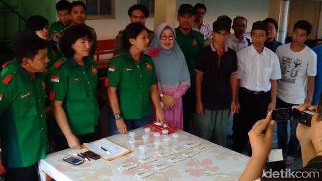 Polisi Tes Urin Penghuni Panti Asuhan Disabilitas di Depok