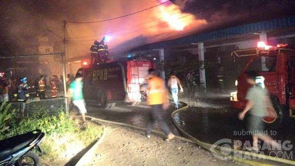 Kebakaran Landa Pasar Baru Singkawang, 8 Ruko Hangus Dilalap Api
