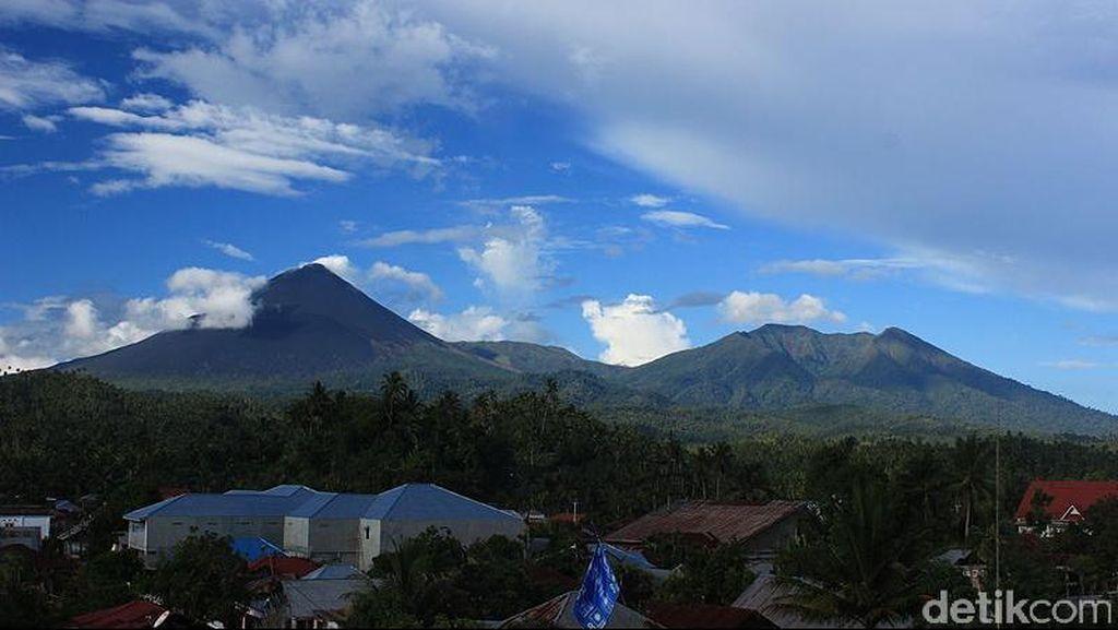 Gunung Soputan Semburkan Abu Vulkanik, Status Ditingkatkan Jadi Siaga