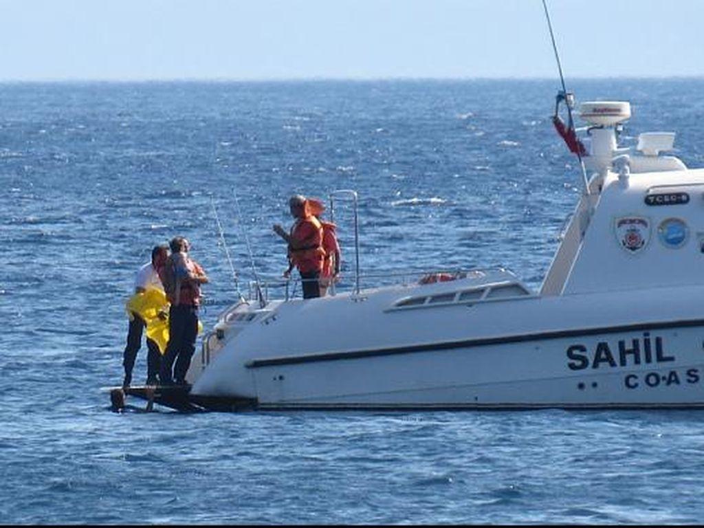 Parah! Tak Diawasi Orangtua, Bayi 10 Bulan Mengapung di Laut