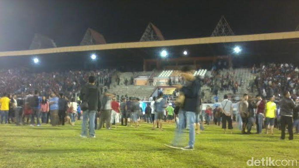 Supporter PSIS dan Persis Ricuh, Final Piala Polda Jateng Dihentikan
