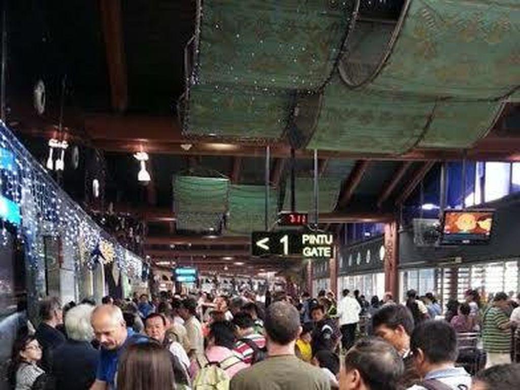 Akibat Kebakaran, Penumpang yang Sudah Check In di Terminal 2F Dievakuasi