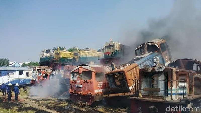 Stasiun Sidotopo Terbakar, Loko dan Gerbong Bekas Gosong