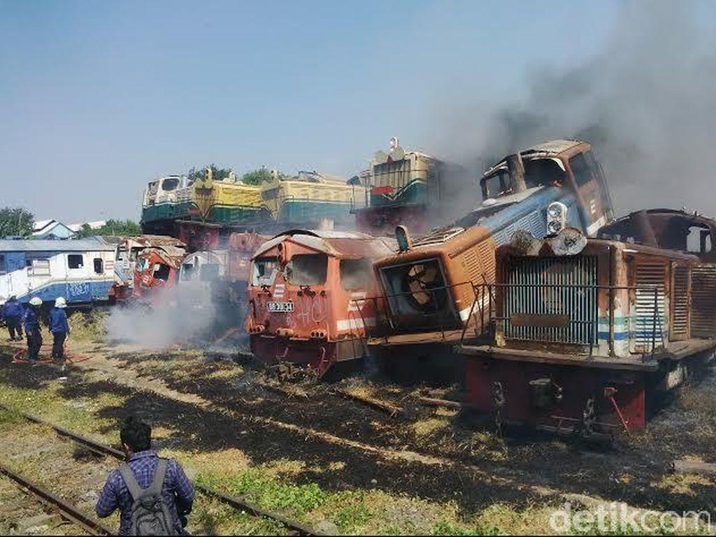 Kebakaran di Stasiun Sidotopo, Loko dan Gerbong Bekas Gosong