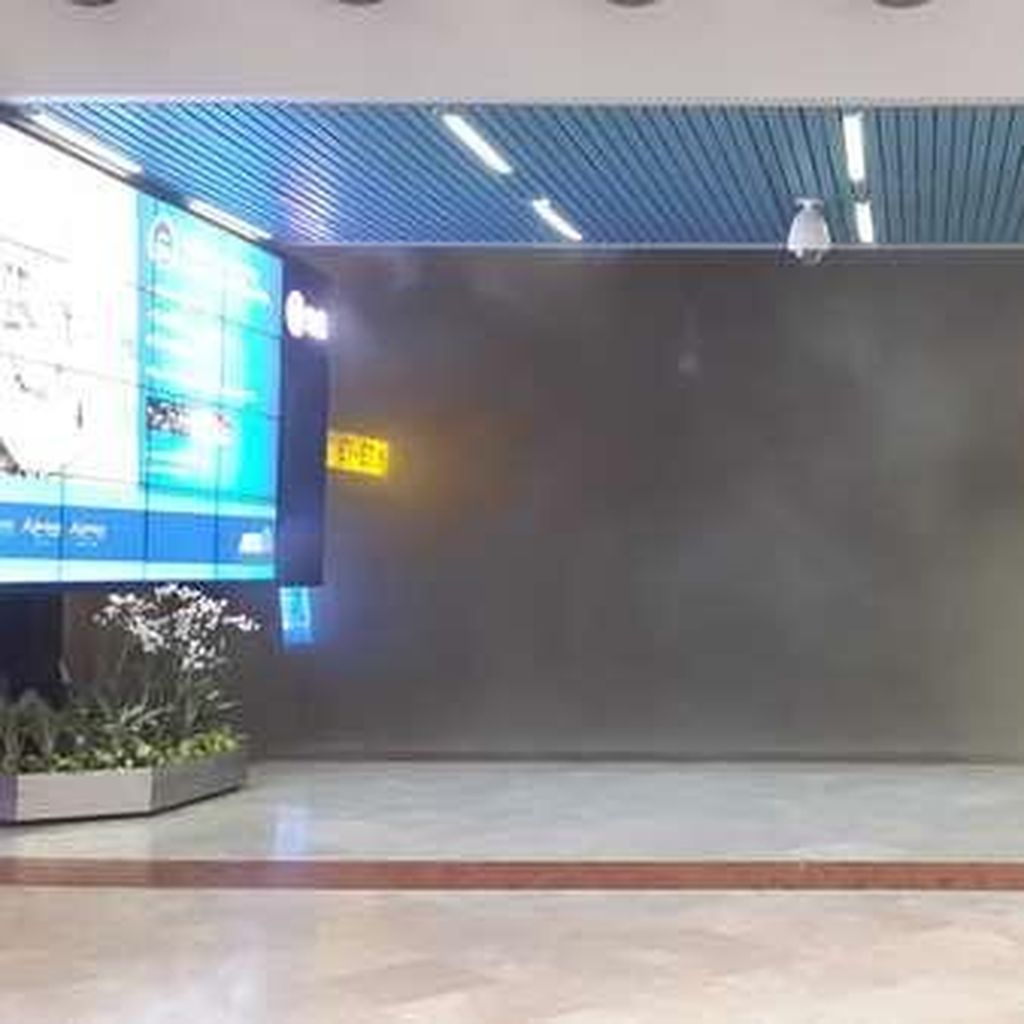 Ada Kebakaran di Bandara Cengkareng, Asap Tebal Tampak di Terminal 2E