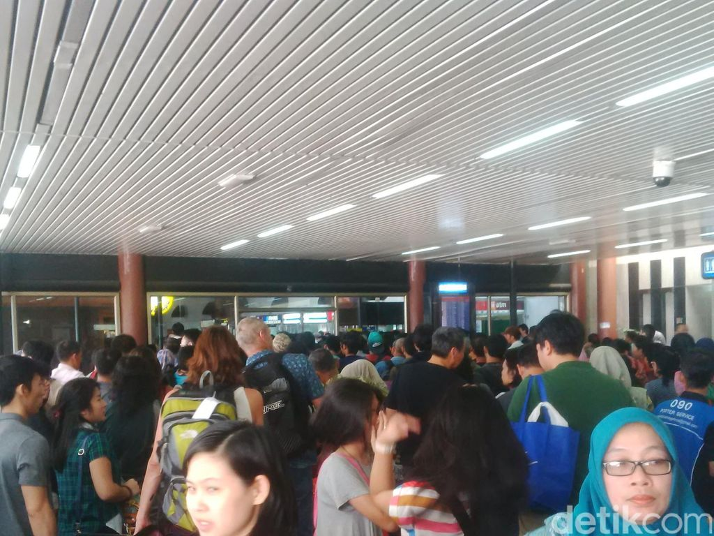 Menhub Akan Tegur PT Angkasa Pura II Soal Manajemen Krisis Bandara