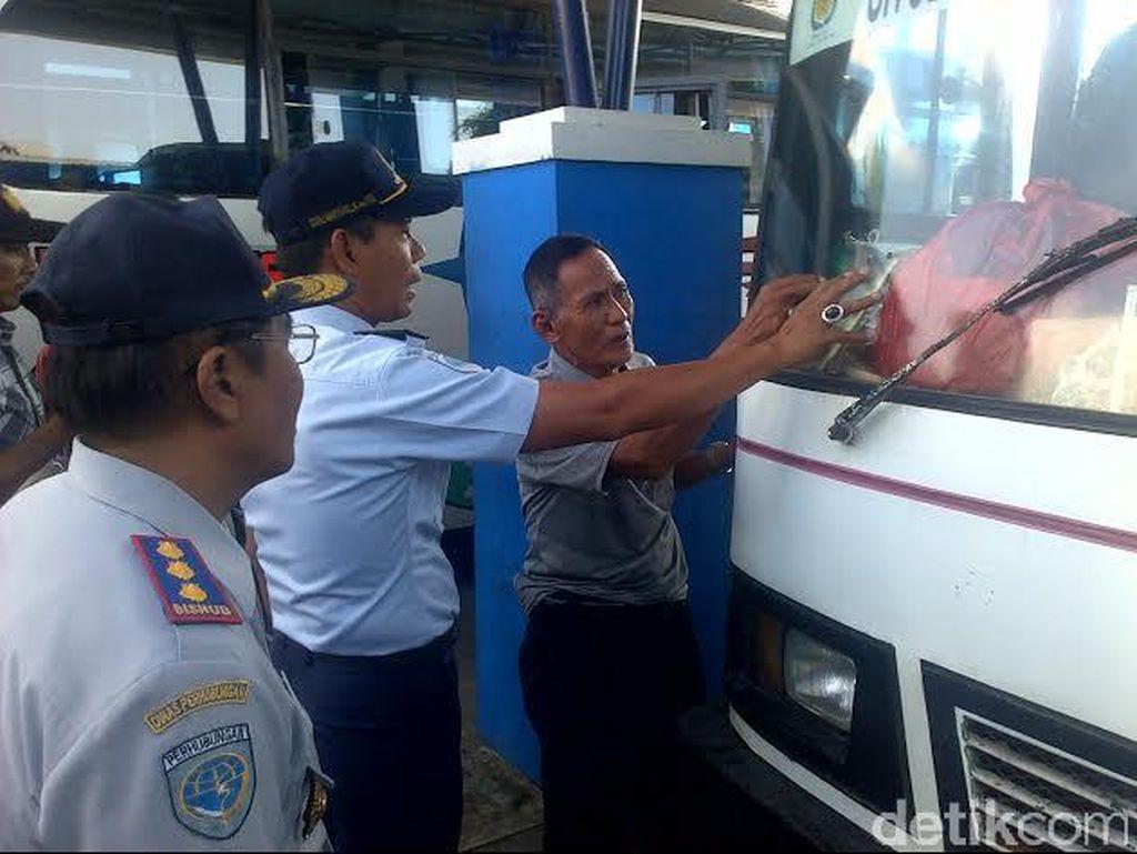 Sidak Angkutan Lebaran, Petugas Temukan Kaca Depan Bus Retak