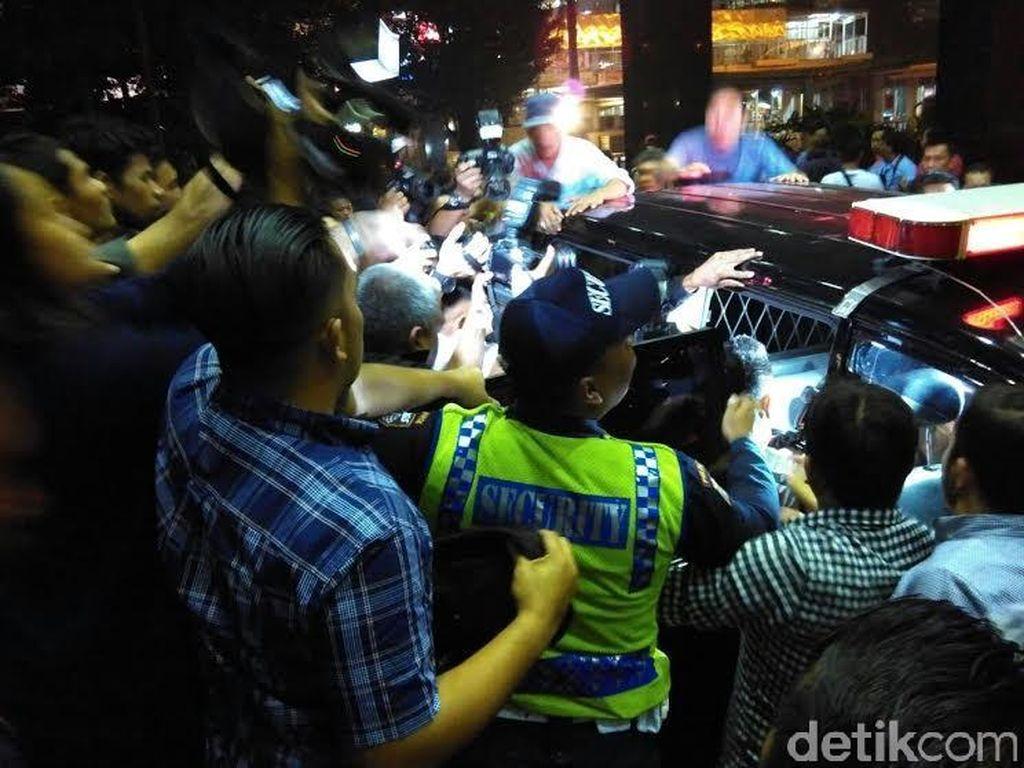 Usai Jalani Pemeriksaan, Bupati Empat Lawang dan Istri Langsung Ditahan KPK