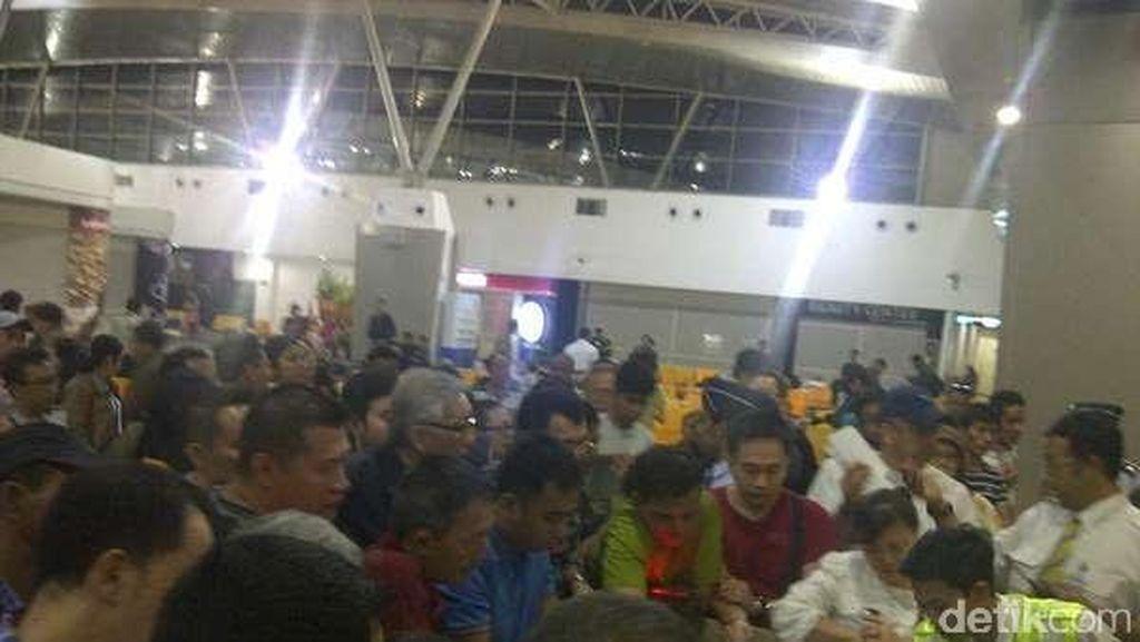 Kebakaran di Cengkareng Berdampak Sampai Bandara Juanda