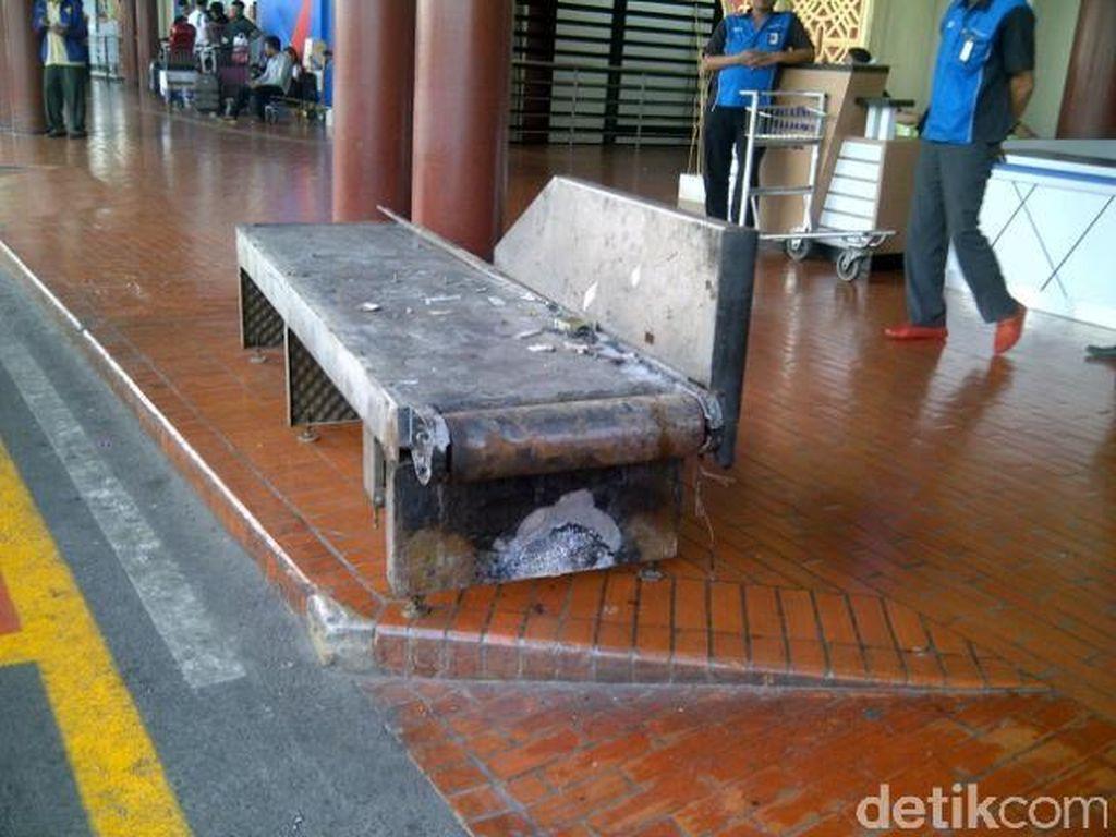 8 Conveyor yang Terbakar Dikeluarkan Dari Terminal 2E
