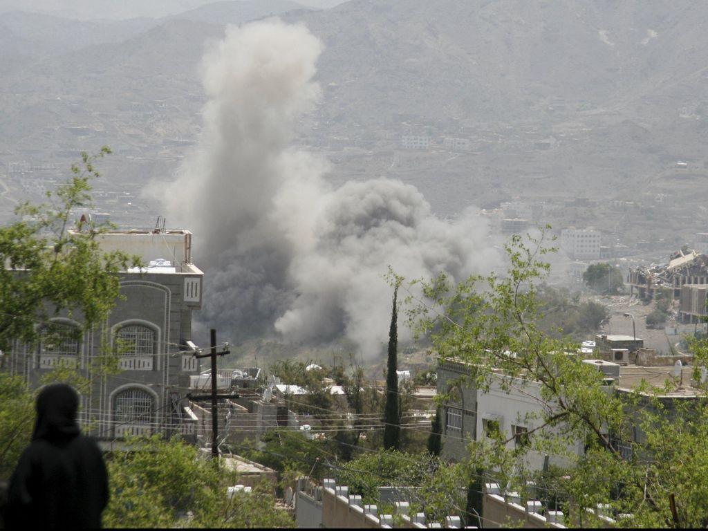 Arab Saudi Bombardir Markas Partai Sekutu Houthi di Yaman