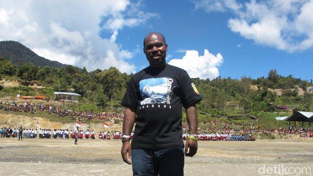 Kisah Heroik Maximus Tipagau Si Pencetus Dokter Terbang di Papua