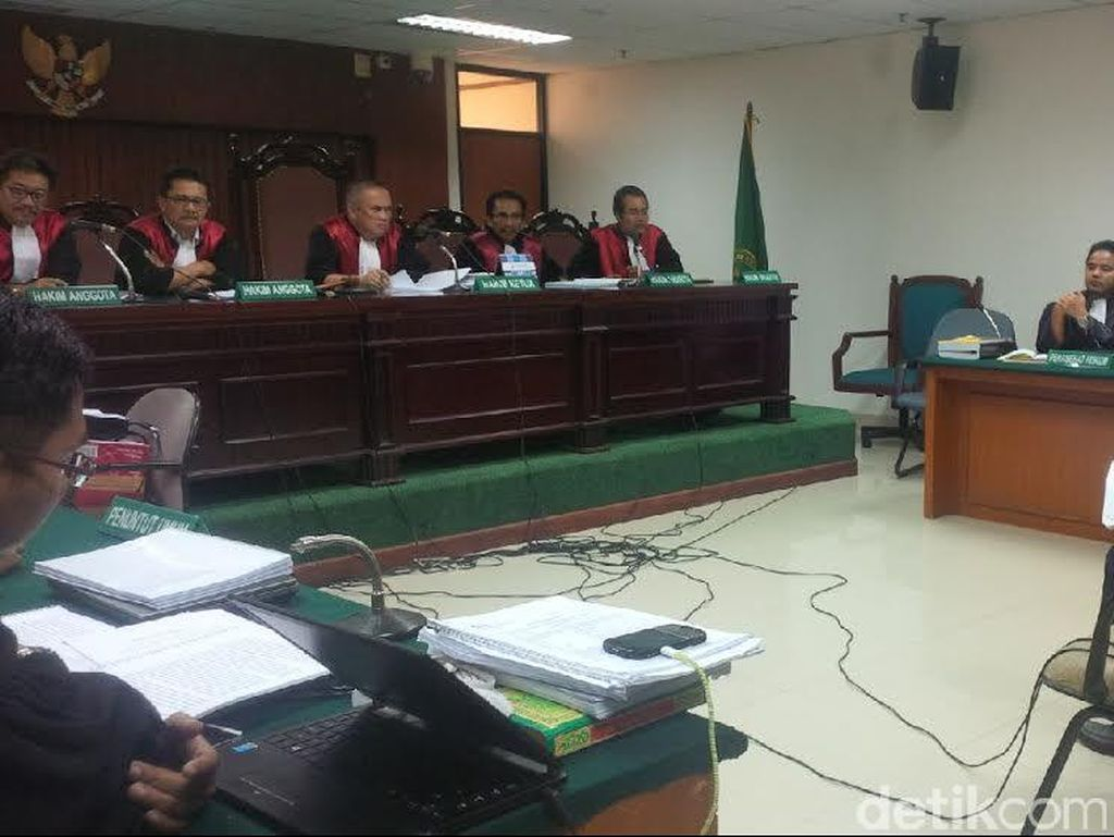 Eks Gubernur Papua Sebut Dakwaan Korupsi Rp 43,3 Miliar Hanya Fitnah