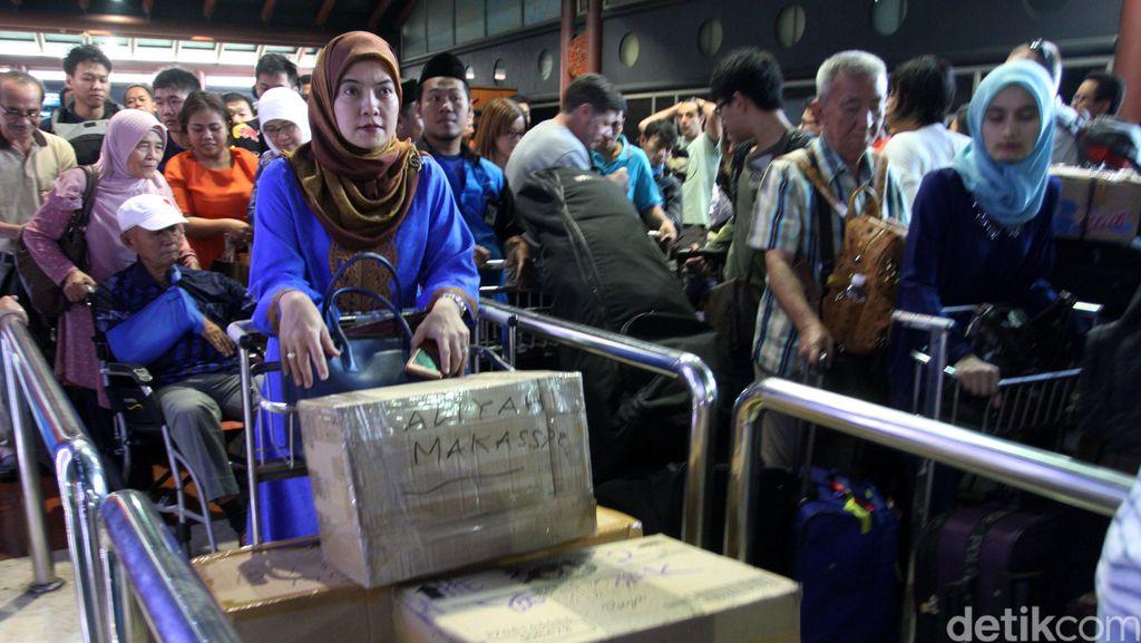 Pengelola Soetta: Bandara Luar Negeri Nggak Ada Petugas Porter
