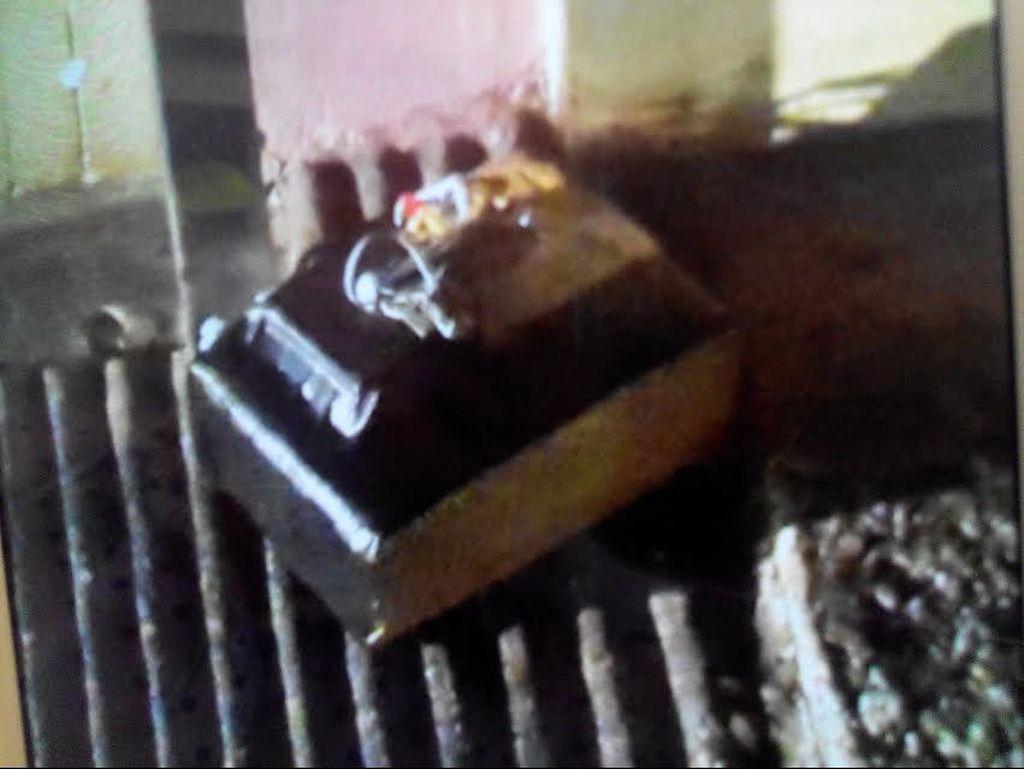Ini Penampakan Benda Mirip Bom yang Ditaruh Pelaku di Rumah Kompol Apip