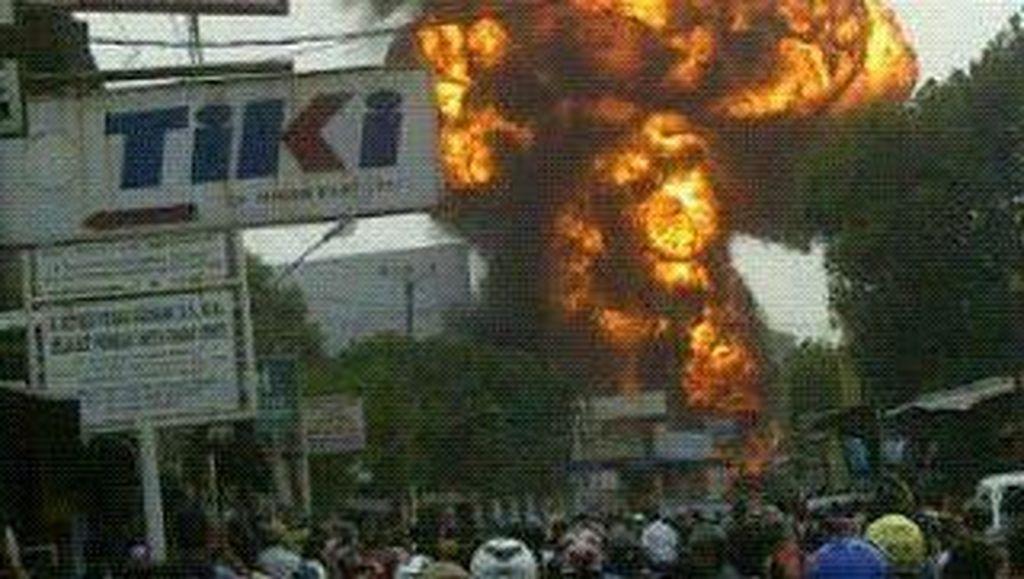Gudang Gas 3 Kg di Cibinong Terbakar, Ledakan Keras Terdengar