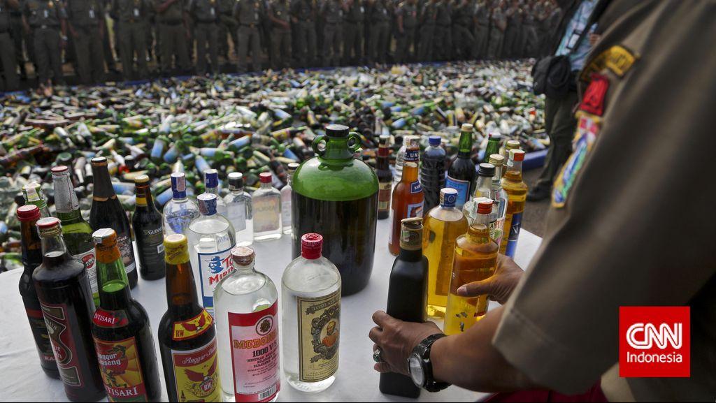 Razia SOTR, Polres Bekasi Temukan Ratusan Botol Miras