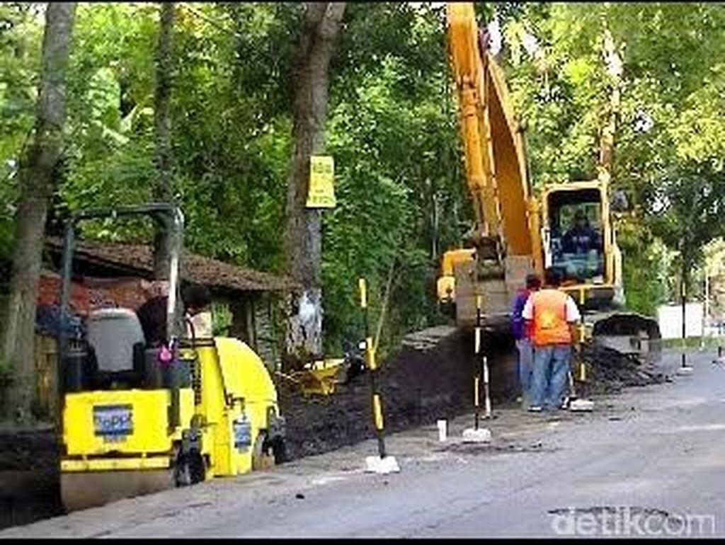 H-10 Lebaran, Perbaikan Jalan di Banyuwangi Dikebut