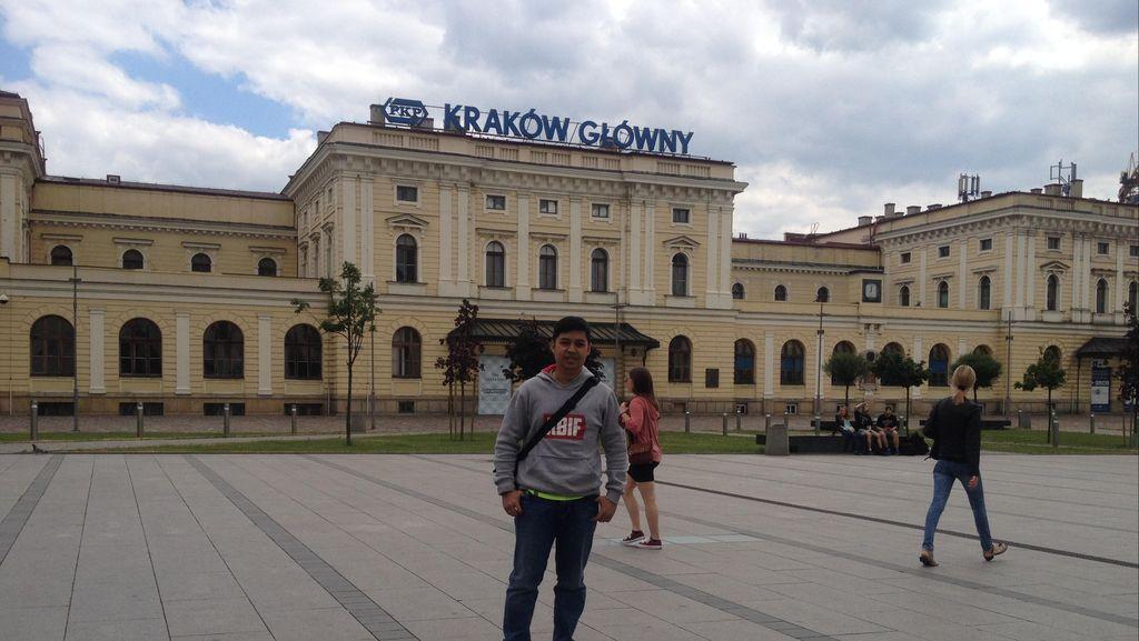 Semangat Tur di Krakow, Erwin Kuat Puasa Meski Cuma Sahur Air Mineral