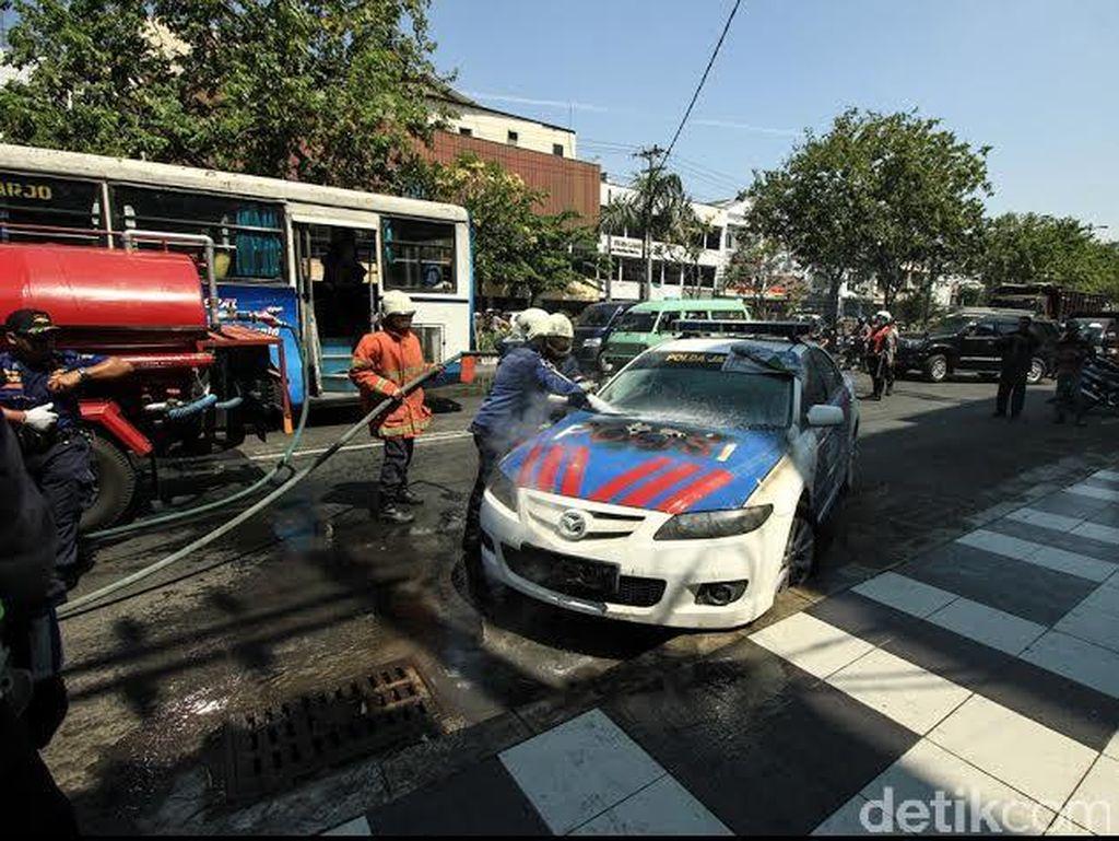 Mobil Patwal Terbakar Saat di Traffic Light