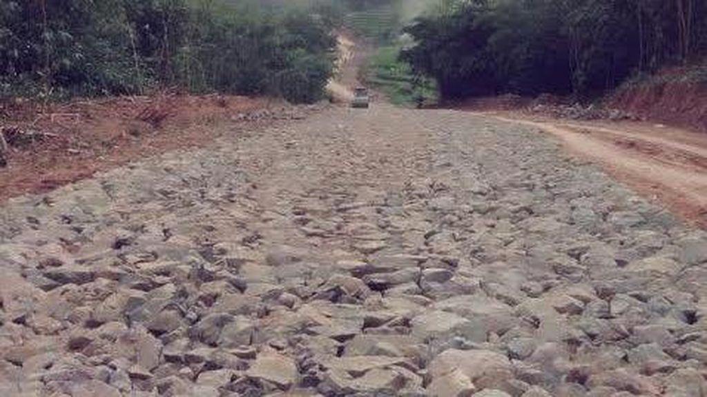 Aksi Bupati Purwakarta Bangun Jalan 57 Km, Buka Daerah Terisolir