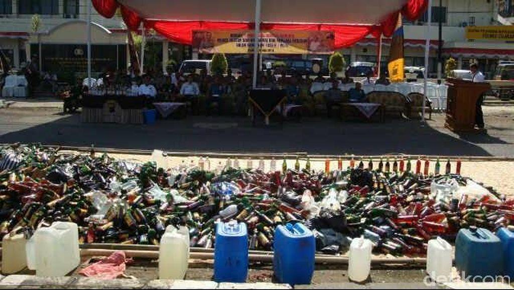 5 Ribu Botol Miras dan 57 Gram Sabu Dimusnahkan Polres Cilacap
