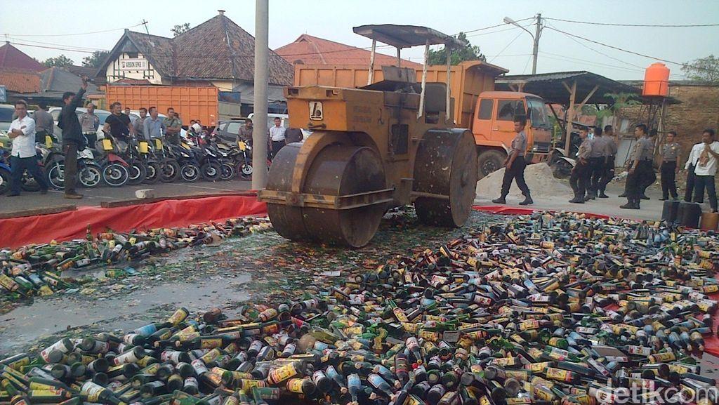 Polres Serang Musnahkan 7.000 Botol Miras Hasil Razia Selama Ramadan