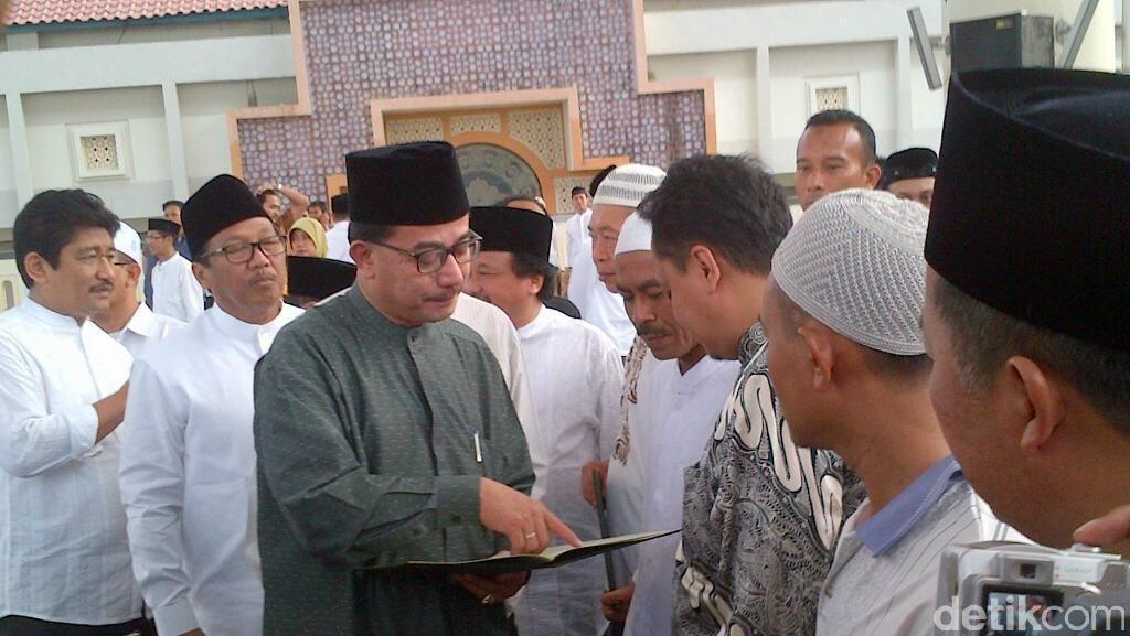 Menteri Agraria Berikan 35 Sertifikat Tanah Wakaf di Semarang