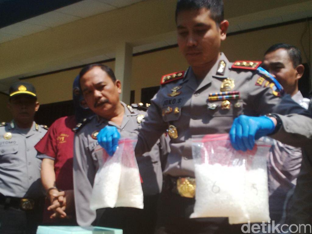 Razia Kendaraan di Alas Roban, Polisi Pergoki Penumpang Bus Bawa Sabu 3 Kg