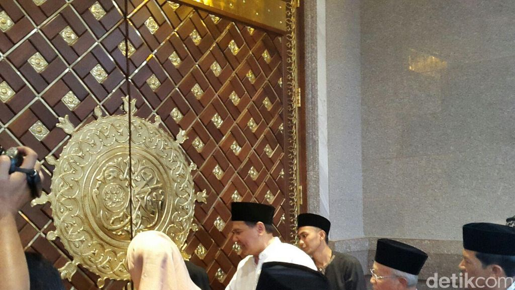 Haru di Peresmian Masjid Agung TSB: Cinta dan Persembahan CT untuk Ibunda