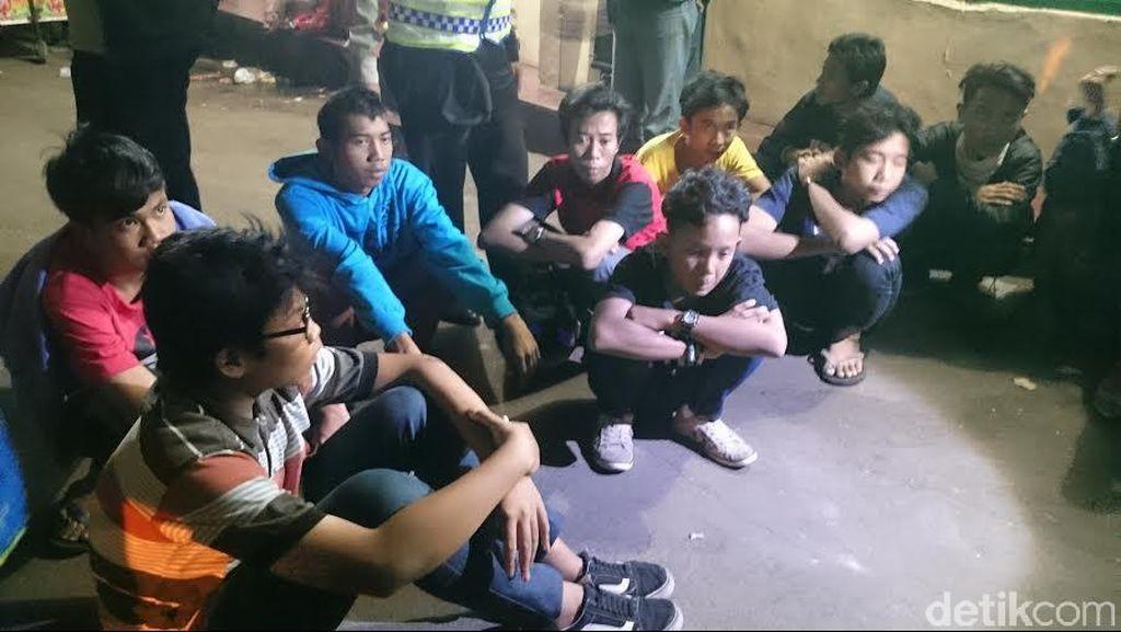 Polsek Pasar Minggu Amankan 9 Remaja yang Bawa Sajam Saat SOTR