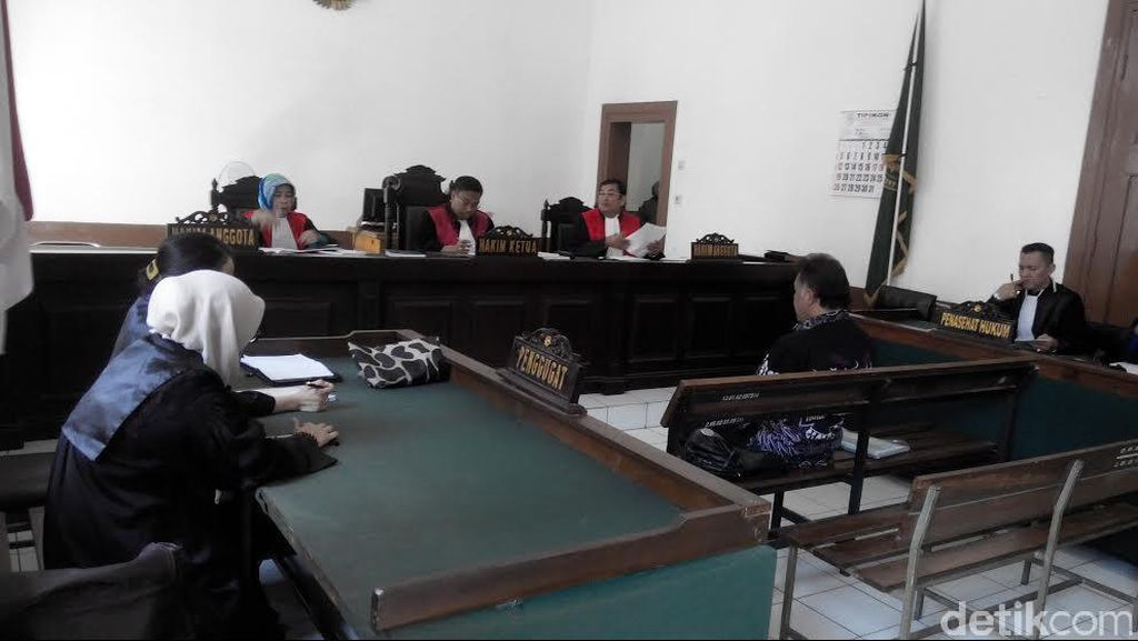 Kasus Gratifikasi, Pegawai PN Bandung Divonis Bebas