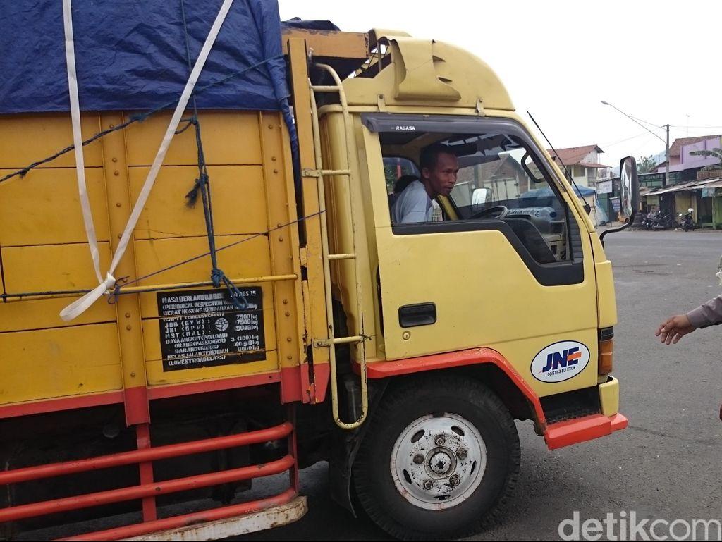 Sejumlah Truk Ditahan Polisi karena Nekat Melintas di H-4 Lebaran