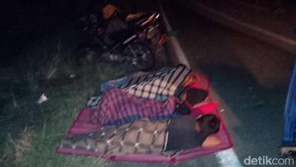 Jembatan Banda Aceh-Meulaboh Putus Kena Banjir, Pemudik Tidur di Jalan