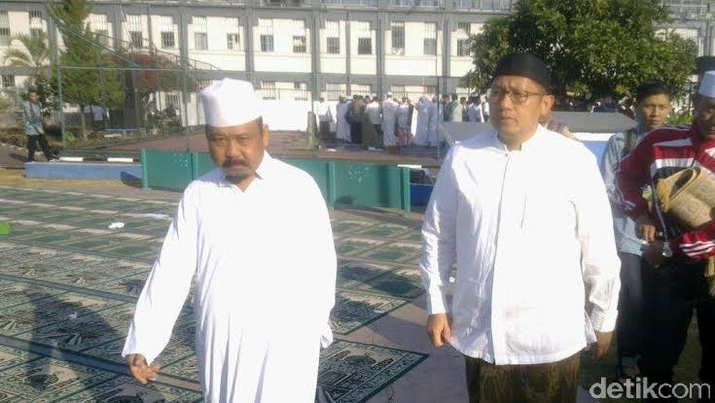 Cerianya Nazaruddin dan Kakunya Anas Urbaningrum Usai Salat Id