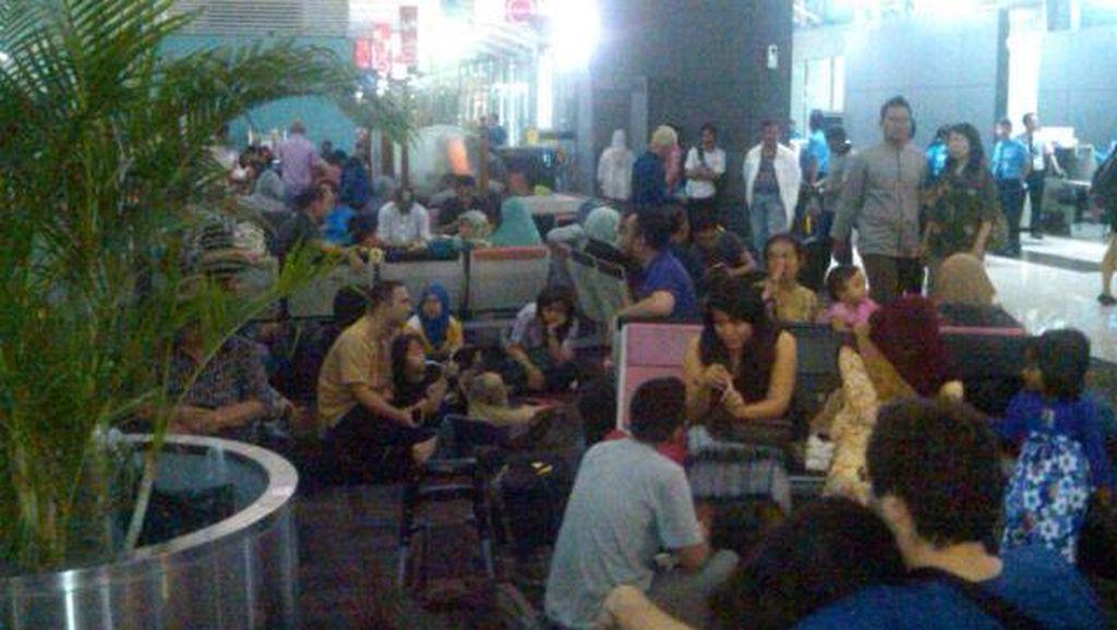Lion Air Delay 4 Jam Bikin Orang Tua Emosi dan Balita Menangis di Soekarno-Hatta