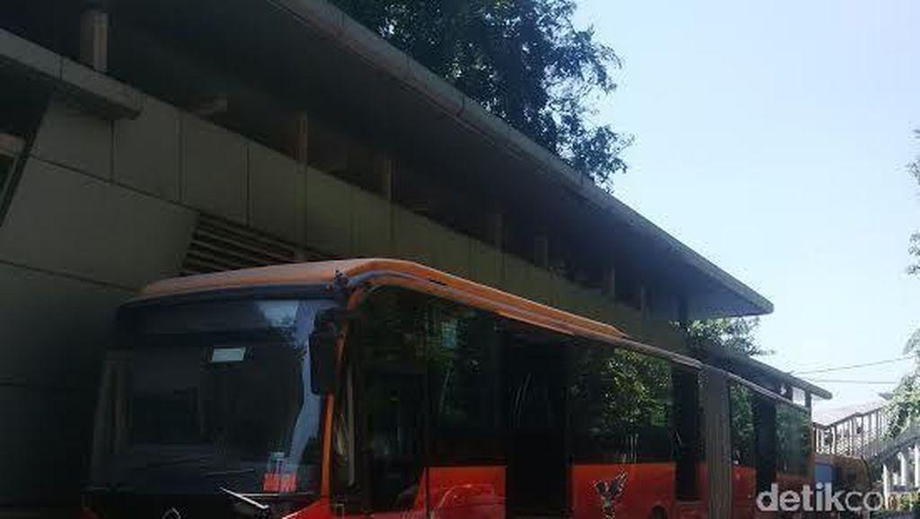 Cegah Bus Terbakar dan Mogok, PT TransJ Rekrut 100 Teknisi Pemeriksa