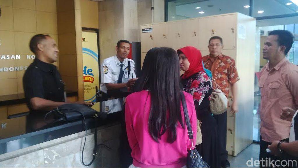KPK Masih Libur, Istri dan Keluarga Kecewa Tak Bisa Jenguk Bupati Morotai