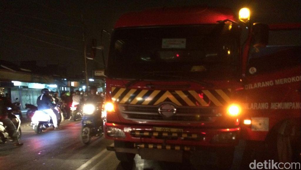 Pemotor Terlindas Truk Tangki di Kalimalang, Lalin Arah Bekasi Tersendat