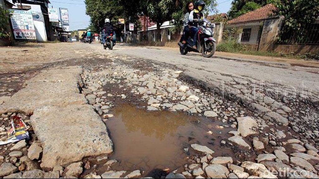 Kemana Aparat Pemkab Bogor? Jalan Raya Nagrak-Ciangsana Rusak Parah Nih