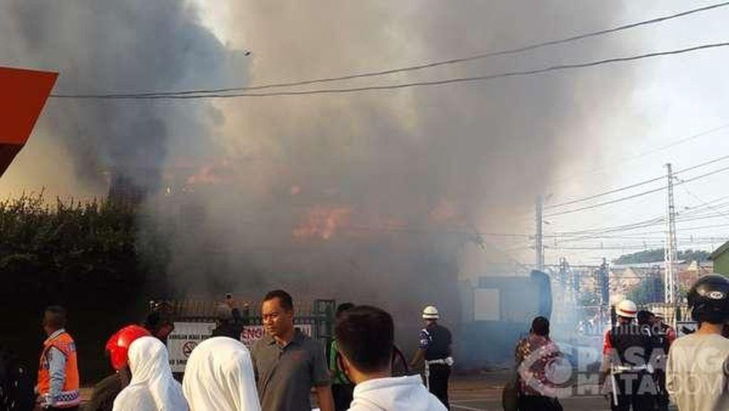 Kebakaran di Parkiran Luar Stasiun Bogor Hanguskan 25 Motor