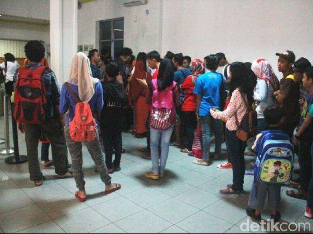 Stasiun Tugu Yogya Disesaki Pemudik Lokal, Mayoritas Tak Kebagian Tiket