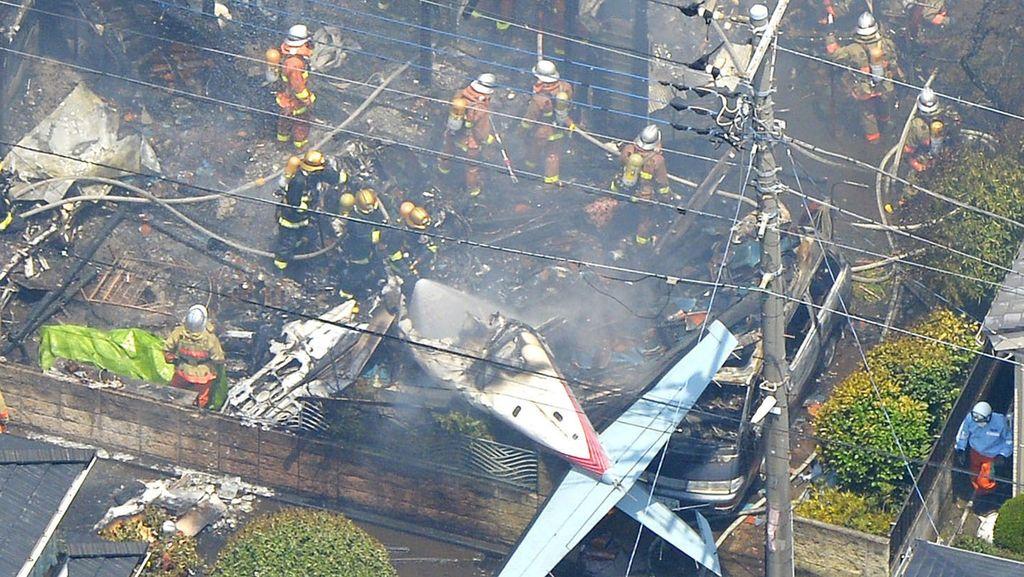 Pesawat Kecil Jatuh di Kompleks Perumahan Tokyo, 3 Orang Tewas