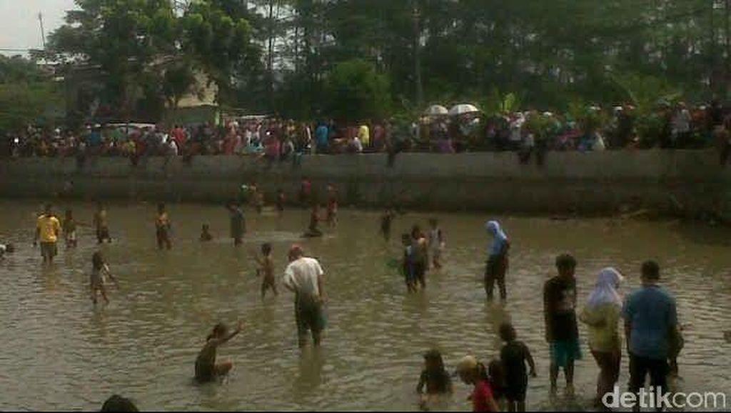Seru! Pesta Rakyat Ngubek Setu Jatijajar di Depok Dipenuhi Ribuan Warga