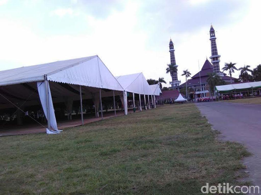 Tenda untuk Sidang Pleno Muktamar NU Dipasang di Alun-alun Jombang