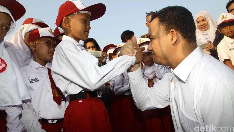 Soal Tas Anak SD, Menteri Anies: Sekolah Jangan Beri Beban Berat!