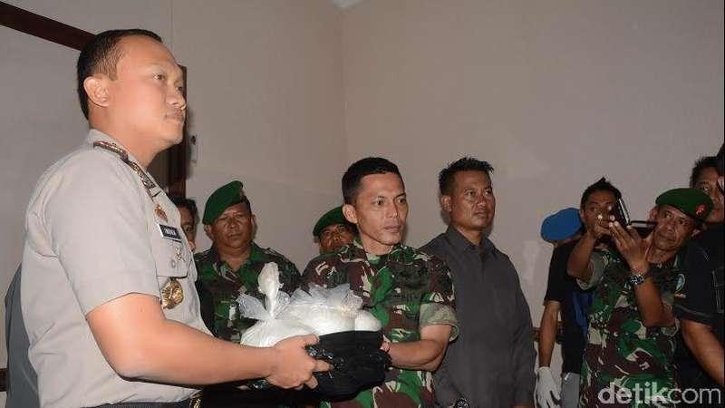 Anggota TNI di Purwakarta Temukan Kresek Berisi Sabu Senilai Miliaran Rupiah