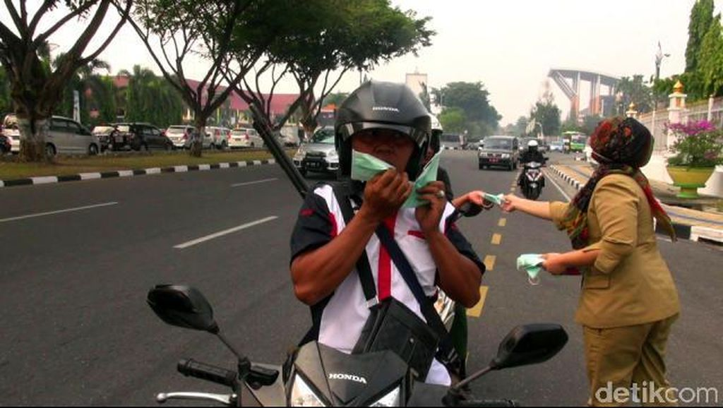 Pekanbaru Dikepung Asap, Dinas Kesehatan Bagikan 3.000 Masker